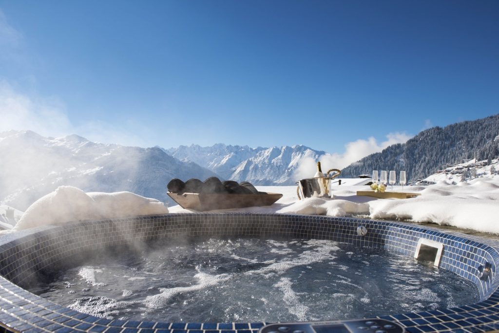 Hot Tub in chalet Chouqui
