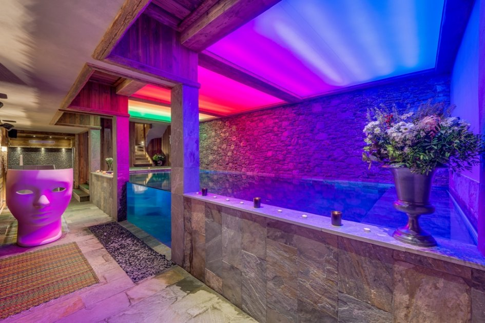 luxury ski chalet with a swimming pool, ski chalet in Val d'Isere