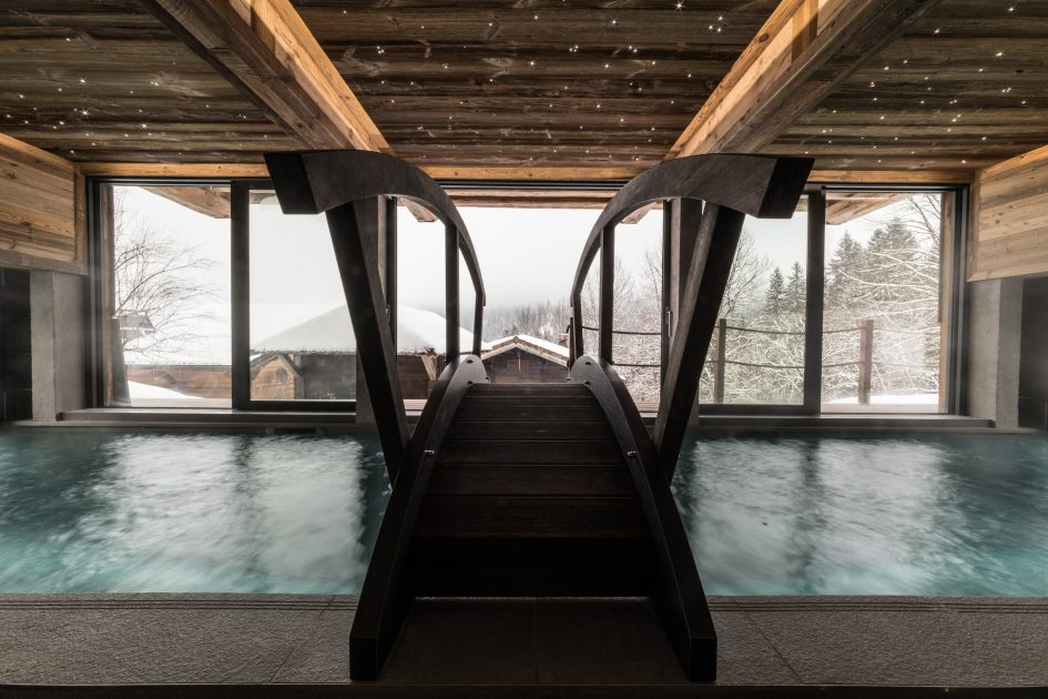 best luxury chalet with a swimming pool, luxury chalet with a swimming pool in the Alps, Morzine luxury chalet with a swimming pool, luxury chalet in Morzine with a swimming pool