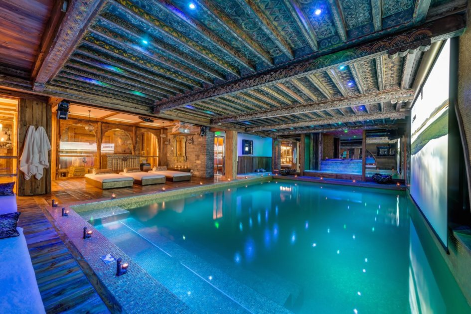 best luxury chalets with a swimming pool, chalet in Val d'Isere with a pool, Val d'Isere chalet with a swimming pool