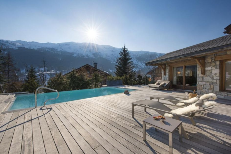 chalet-mont-tremblant-mountain-views-swimming-pool